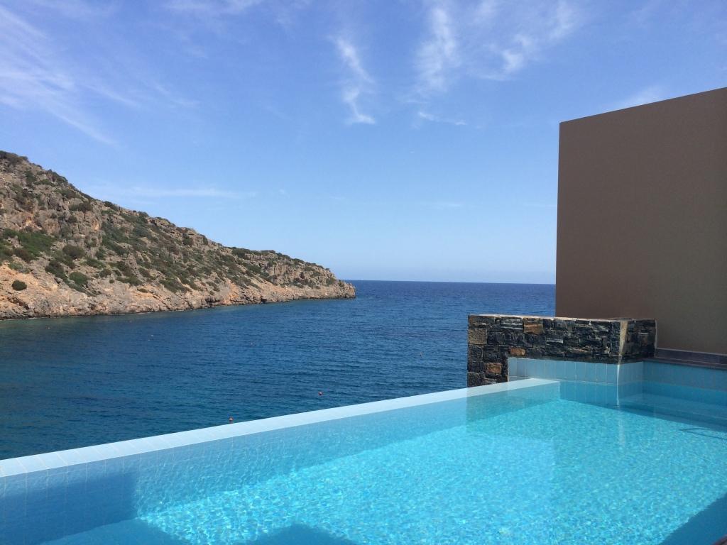 Aussicht von der Terrasse unserer Villa im Daios Cove Resort and Villas auf Kreta
