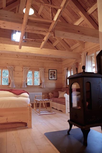 Schwedenofen im Schlafzimmer Almdorf Seinerzeit