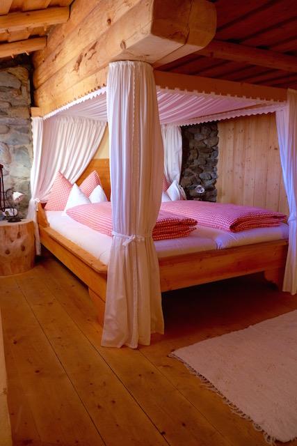 Schlafzimmer im ursprünglichen Dorfteil Fellacher
